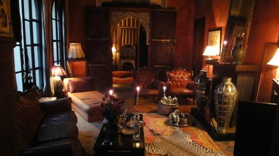 Riad Dar Darma: Lounge of Red Apartment lit with incense and candles