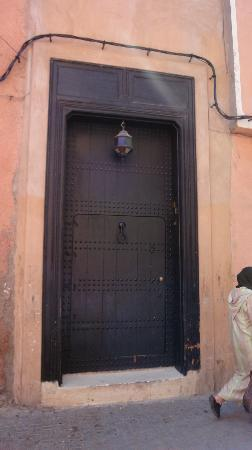 Riad Dar Darma: Discreet door and entrance to Riad
