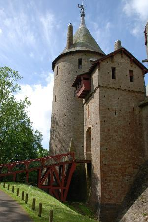 The Castell Coch Tour: The imposing exterior