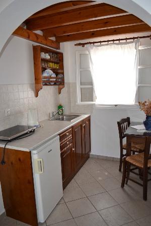 Reverie Santorini Hotel : Kitchen area