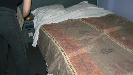 Hotel Barry: letto stanza