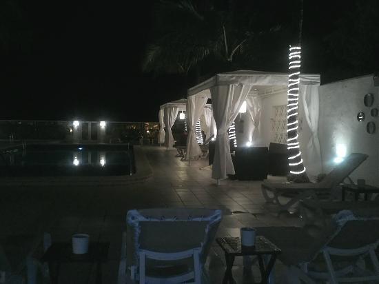 The Mimosa Hotel: Pool at night