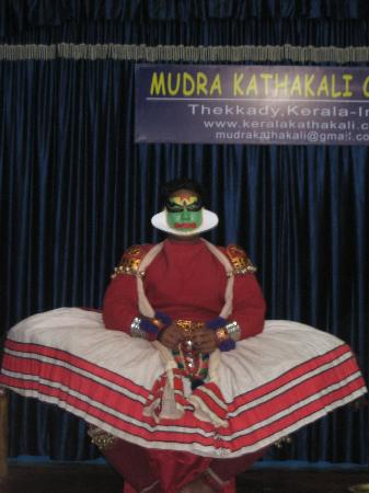 Silver Crest: Kathakali preparation