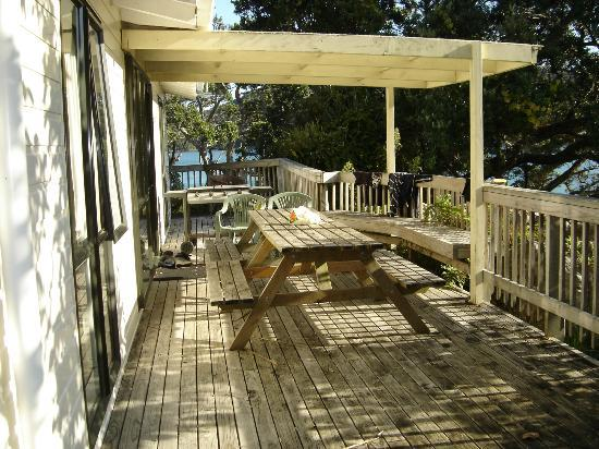 Great Barrier Lodge: Deck for adjoining Units