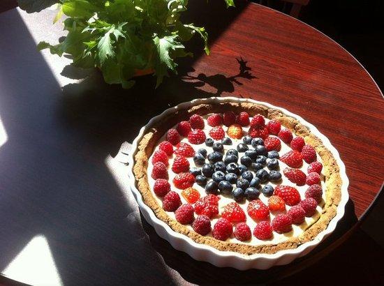 Windhorse Wellness Center: Raw Vegan Gluten Free Organic Berry Tart Cashew Cream Creme Le Bistro De Vie Om Book Store WindH