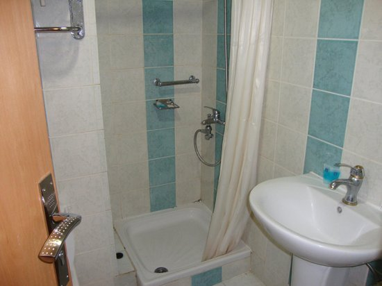 Al Yarmouk Hotel : Shower