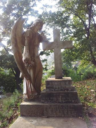 Tiger Hill Cemetery: An angel with a beautifully appropriate expression