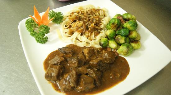 Papa Fred's Steakhouse: Goulash with pasta