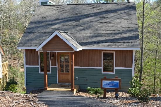 The Cabins at White Sulphur Springs: The Laurel Cabin