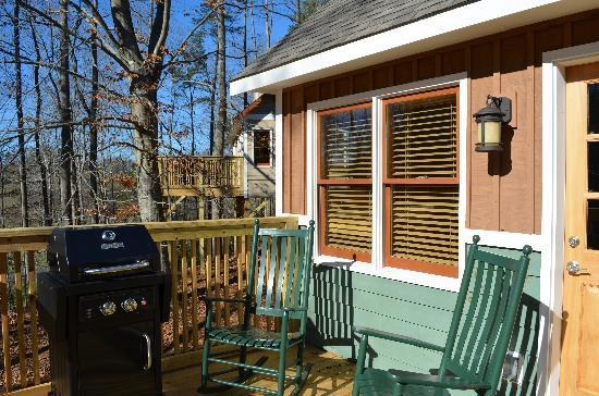 The Cabins at White Sulphur Springs: Outside Deck