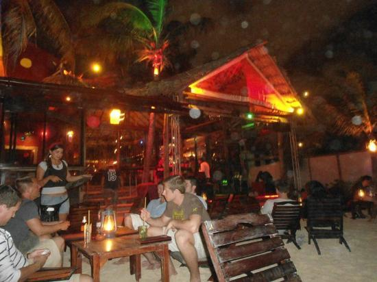 Fusion Bar & Restaurant: Cena en la playa