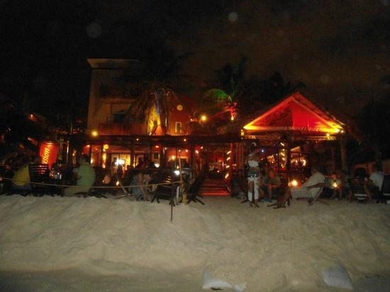 Fusion Bar & Restaurant: Vista desde la playa