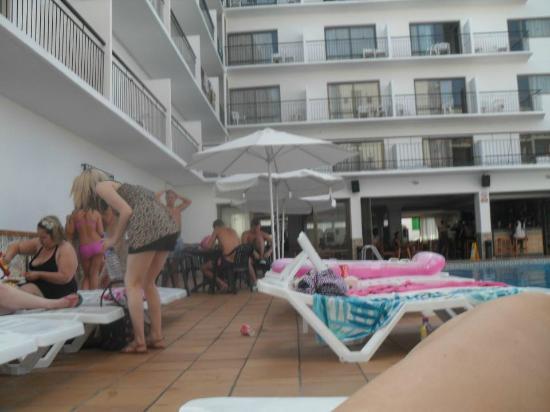 Hostal Apolo: Poolside