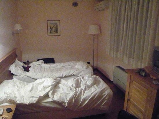 Center Hotel : camera doppia letti singoli