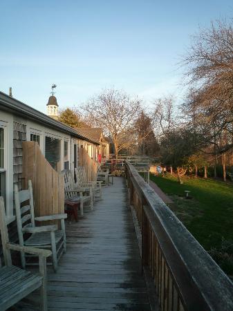 Spring Garden Inn Motel: La terrasse des chambres