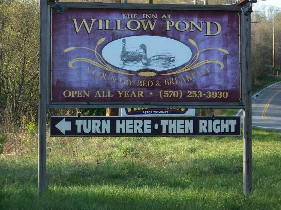 The Inn at Willow Pond: The Inn road sign - makes it very easy to find.