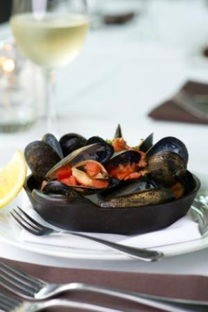 Carter's Kitchen : Cast Iron Mussels with Spicy Sausage