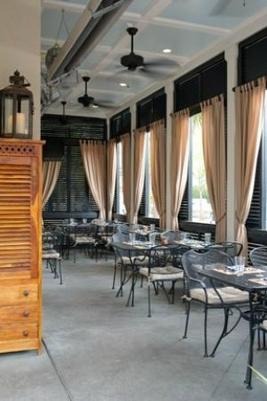 Carter's Kitchen : Outdoor Seating