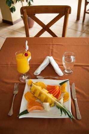 H&B Lodge and Restaurant : Plato de frutas