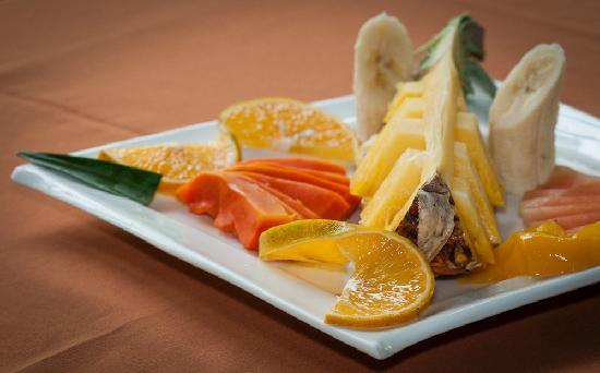 H&B Lodge and Restaurant: Plato de frutas