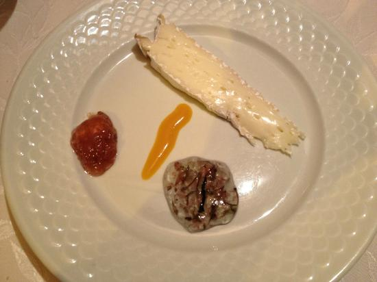 Restaurant du Loup : Surprise cheese in-between!