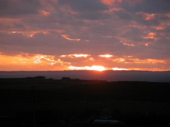 Westrow Lodge B & B: Fiery sunsets over Scapa Flow