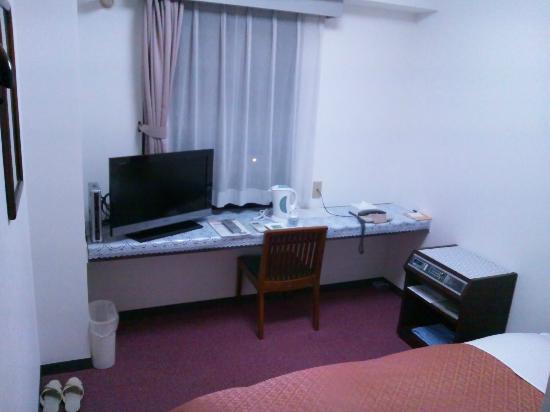 Yurigaoka Hotel: TV、デスク