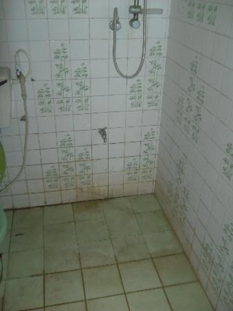 Ranmal Beach Hotel: Shower