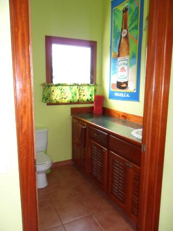 Lower Dover Field Station & Jungle Lodge: Rasta Cabana inside bathroom
