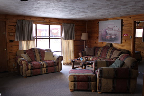 Thunder Lodge: Comfortable, spacious living rooms