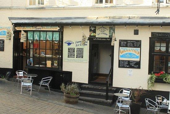 Giovanni's Ice Cream Parlour, Coffee Shop and Creperie: Giovanni's