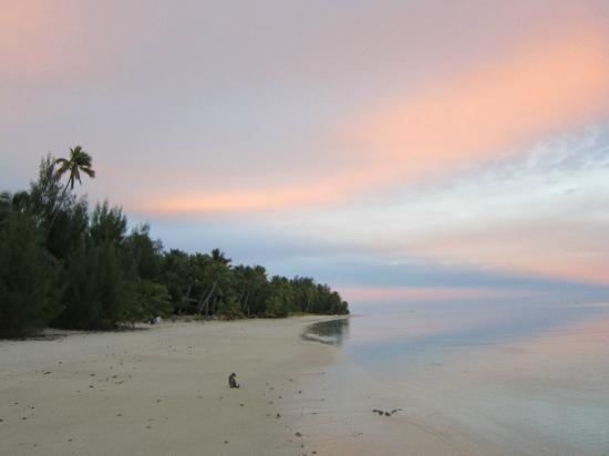 Matriki Beach Huts: Sunrise color