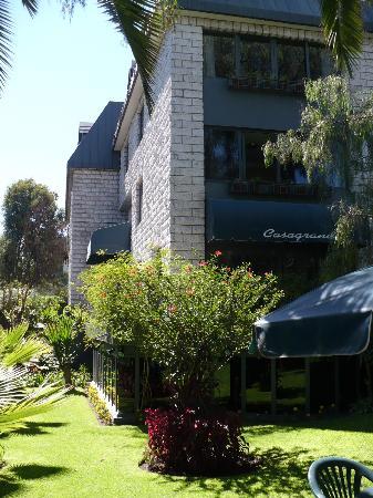 Casagrande Hotel Arequipa: Jardines y alrededores