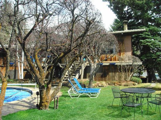 St. Moritz Lodge & Condominiums: Área externa