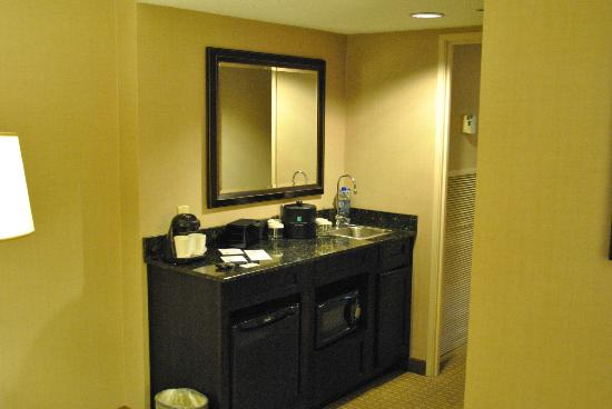 Embassy Suites by Hilton Raleigh - Crabtree: Wet Bar