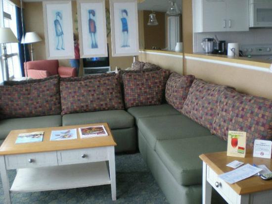 Boardwalk Resort Hotel and Villas: Living area