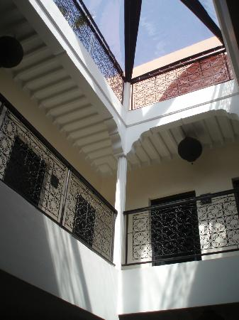 Riad Elizabeth: Looking up to the roof terrace