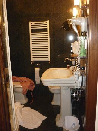 Hotel Portici: bathroom
