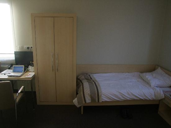 Mtj Hotel: bed
