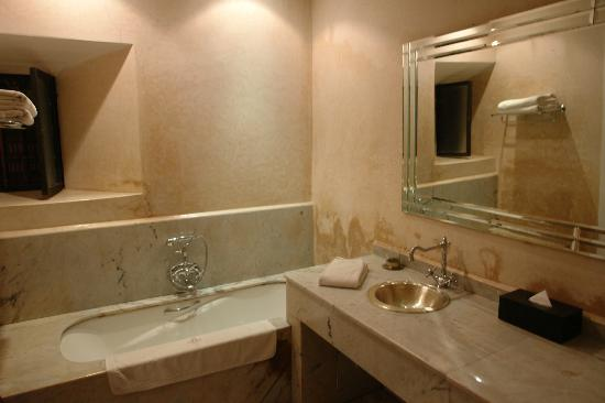 Riad Al Assala Medina: Our bathroom at the ground floor