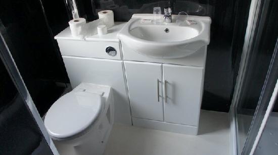 The Royal Boston Hotel : Boston Hotel Blackpool Bathroom