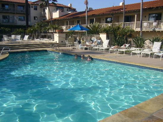Harbor View Inn: The hotel swimming pool