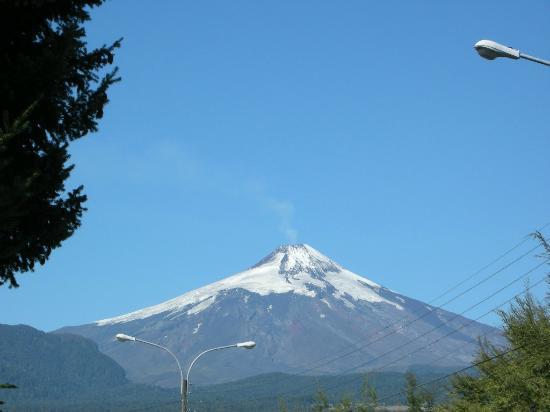 Lounge Brasil: La vista del Volcán desde la entrada del Hotel