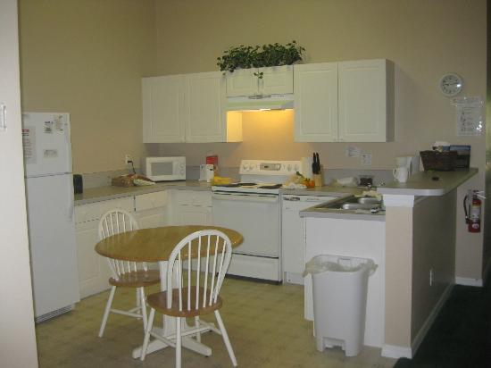 Grand Palms: large kitchen