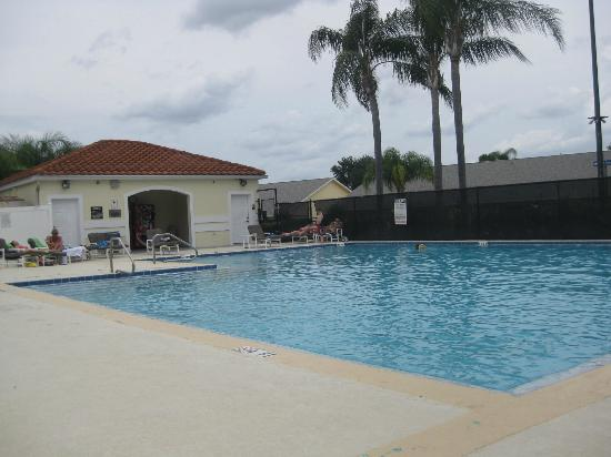 Grand Palms: Very nice pool area with comfortable lounge chairs!