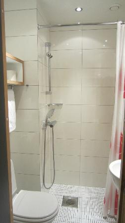 Centro Hotel Turku: bath1