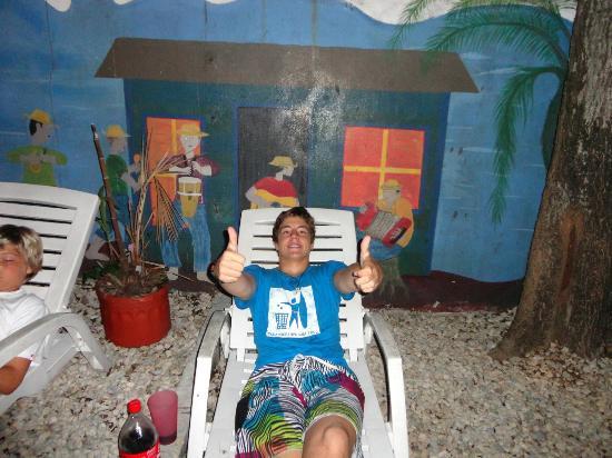 Hostal Mamallena: de fiesta en el patio