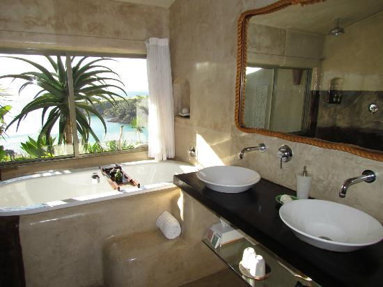 Delamore Lodge: Unser Bad mit Blick aufs Meer