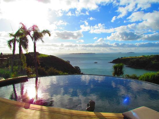 Delamore Lodge: Der Blick vom Pool direkt aufs Meer