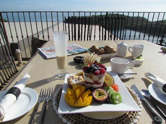 Delamore Lodge: Das fantastische Frühstück auf der Terrasse